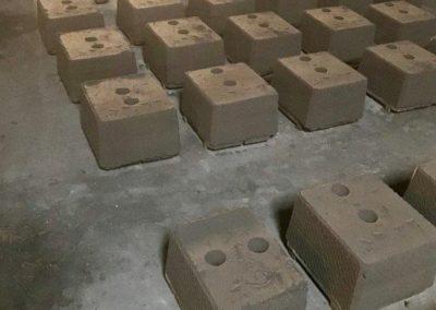 d unpoured black sand molds